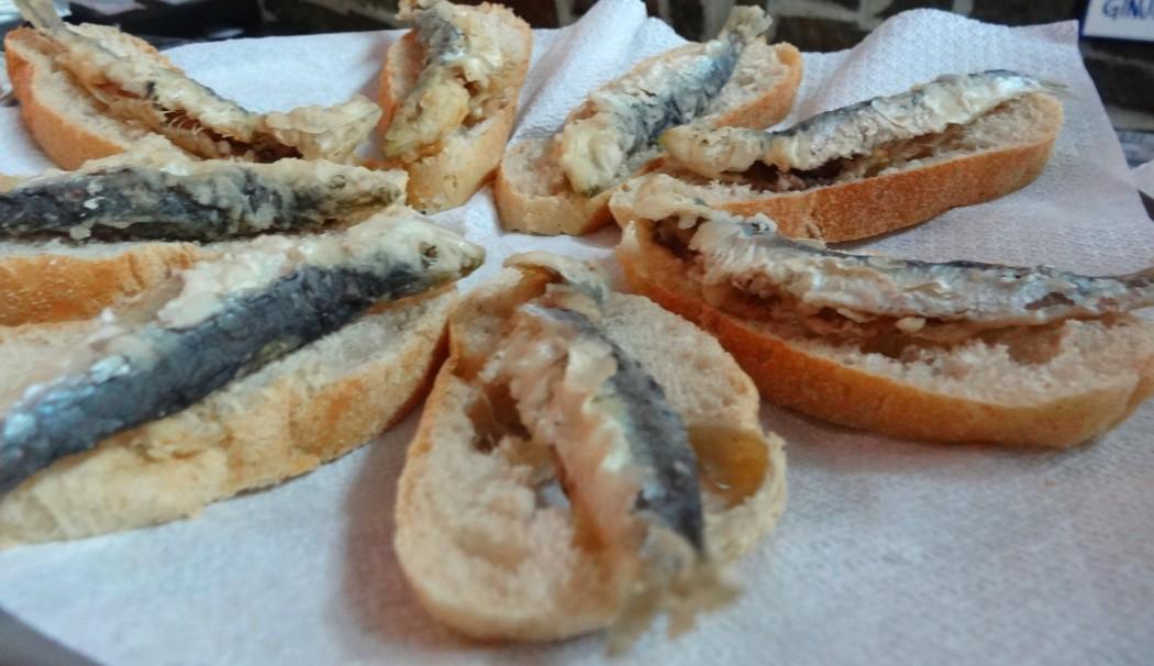 Sardines grillées et pain
